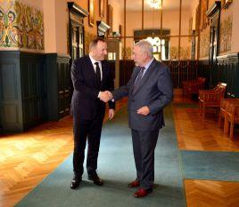 Od lewej: Jacek Kurski, prezes TVP i prof. Jacek Majchrowski, prezydent Krakowa (fot. TVP)