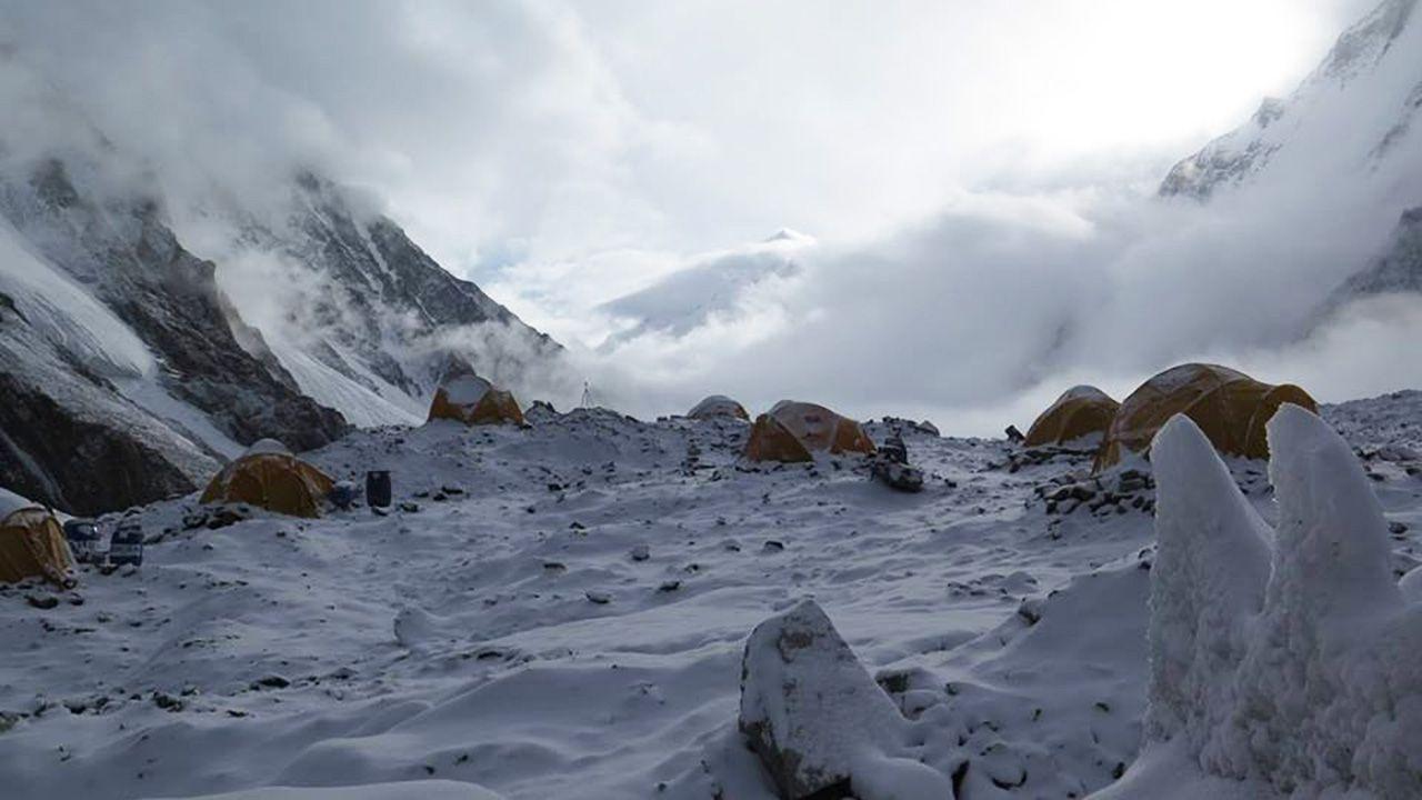 Poranek w bazie pod K2 (fot. Materiały prasowe)