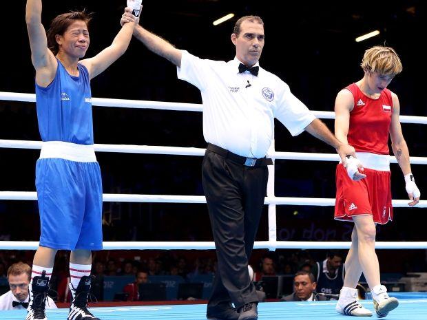 Mary Kom cieszy się po pokonaniu Karoliny Michalczuk (fot. Getty Images)