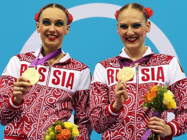 Natalia Iszczenko i Swietłana Romaszina ze złotymi medalami (fot. Getty Images)