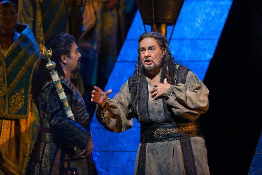 Placido Domingo jako Nabucco na scenie Met, fot. M. Sohl