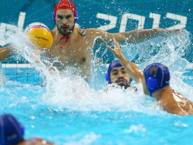 Mecze piłki wodnej na igrzyskach są niezwykle zacięte (fot. Getty Images)