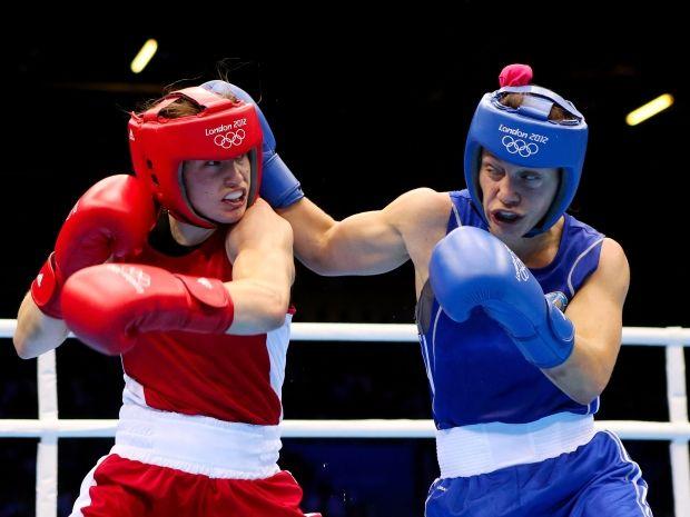 Zofia Oczigawa (P) i Katie Taylor w walce o złoto (fot. Getty Images)