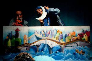iranski-teatr-yasna-group-muzyk-ktory-zagral-ksiezyc
