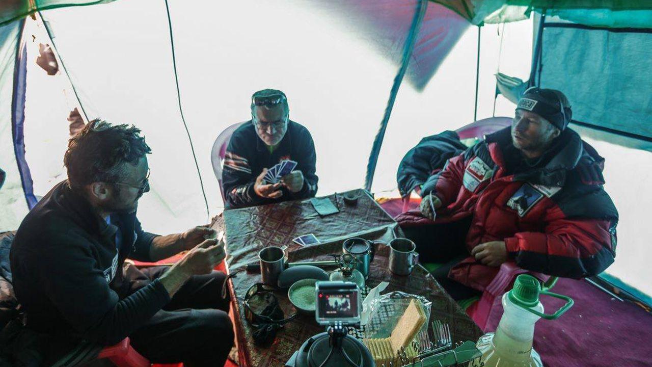 Relaks przed kolejnym etapem wyprawy. (fot. Piotr Tomala)