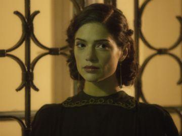 W rolę paryżanki polskiego pochodzenia wcieliła się aktorka Janet Montgomery (fot. TVP)