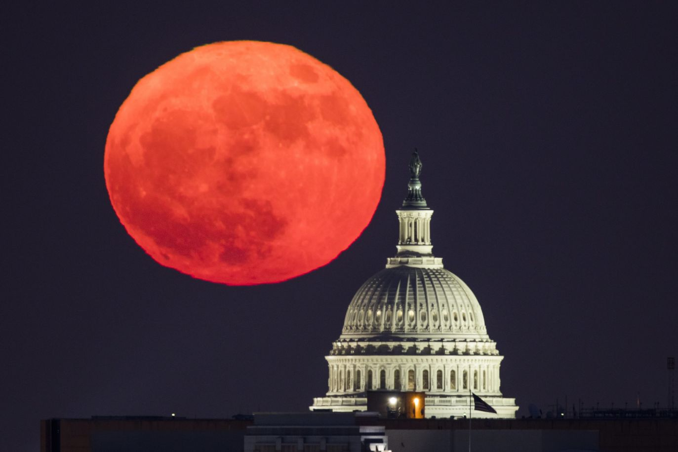 Waszyngton (fot. PAP/ EPA/JIM LO SCALZO)