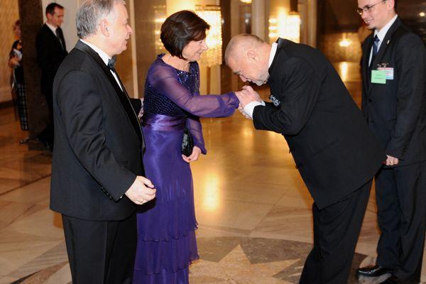 Prezydent Chorwacji Stipe Mesić to prawdziwy gentelman (PAP/Jacek ...