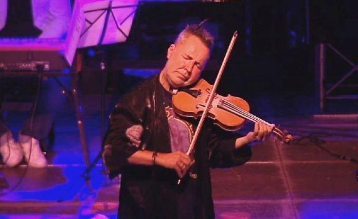 Rock'n'rollowy skrzypek ściągnął tłumy do Uranii