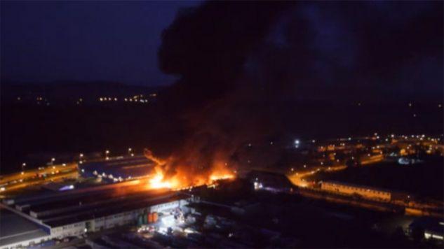 Pożar sortowni śmieci w Gorlicach (fot. źrodło: gorlice.tv)