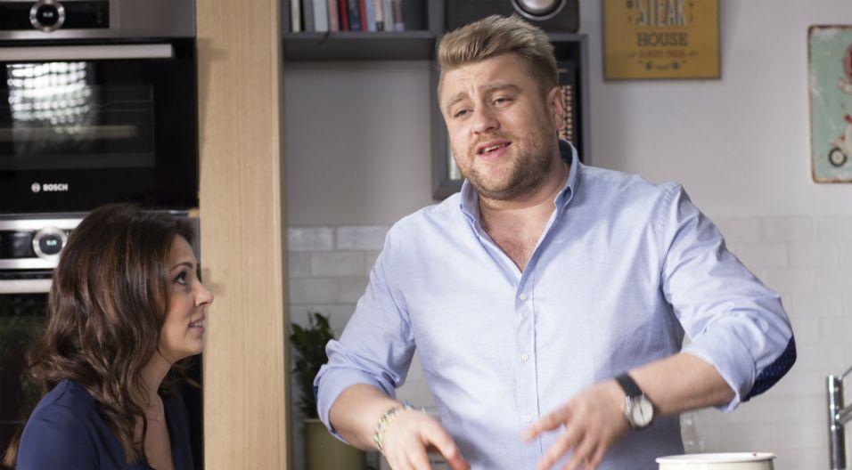 Tomasz Jakubiak to znany i lubiany szef kuchni.  Gotowanie jest nie tylko jego zawodem, ale też pasją