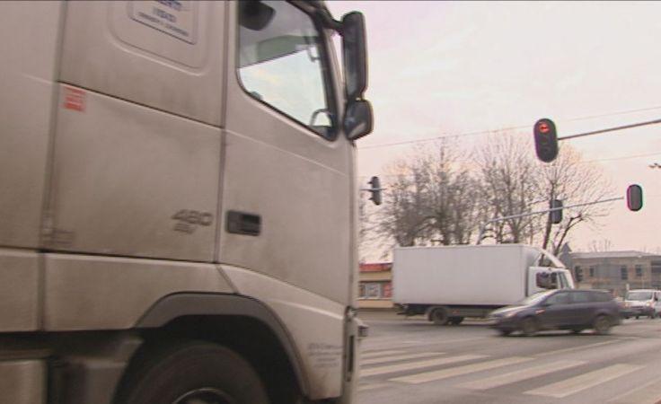 Objazdy tirów przez okoliczne gminy to tylko jedna ze zmian wprowadzanych od 1 marca. Fot. ŁWD
