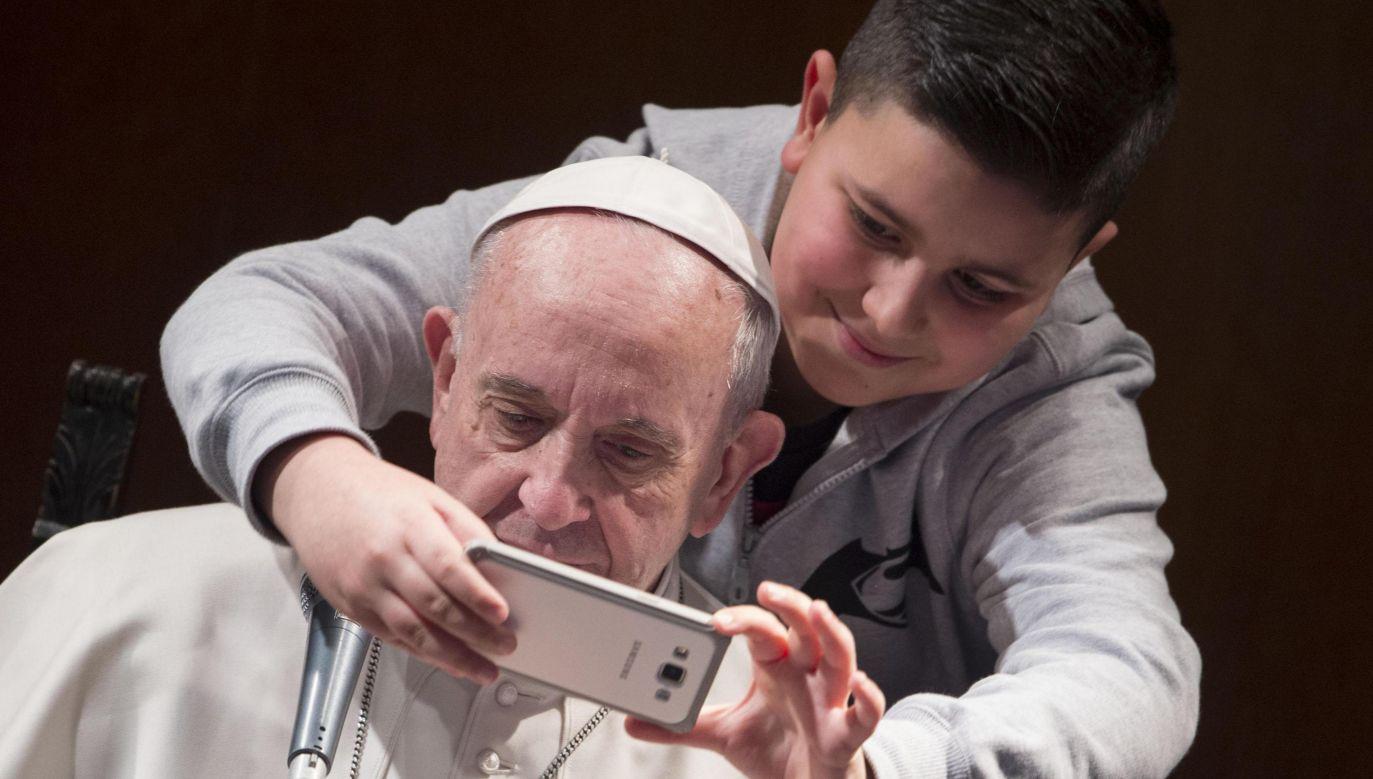 Papież Franciszek spotkał się z dziećmi (fot. EPA/GIORGIO ONORATI)
