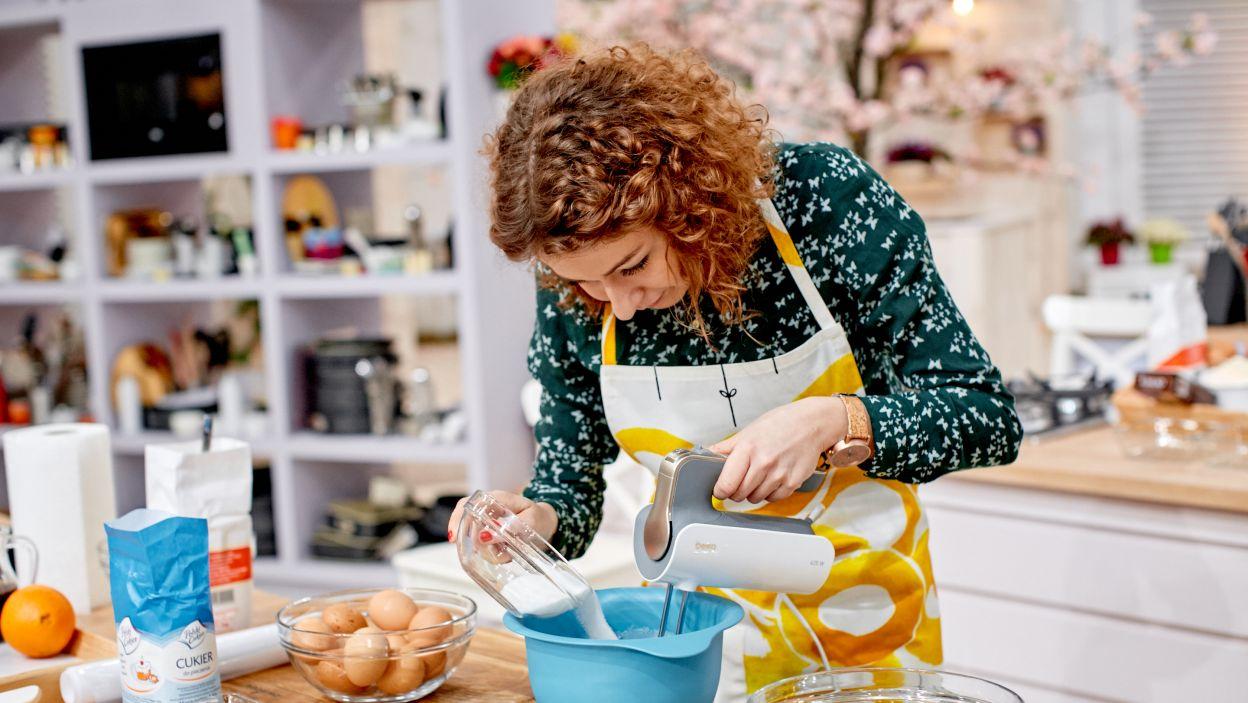 Justyna Pszczółka przygotowuje tiramisu (fot. TVP)