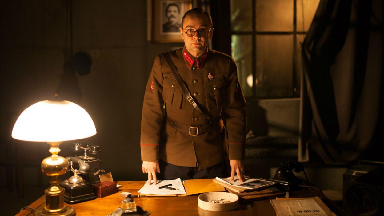 Głównym bohaterem sztuki jest as sowieckiego wywiadu Wasilij Zarubin, w tej roli Mariusz Ostrowski (fot. A. Woodley/TVP)