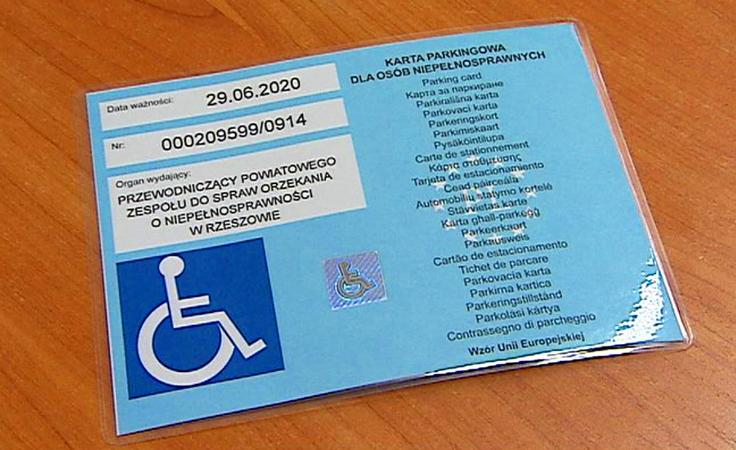 Niełatwe parkowanie osób niepełnosprawnych