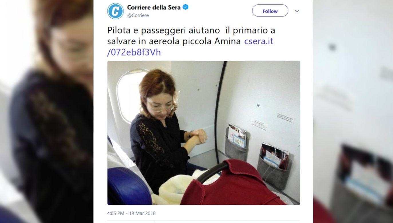 Na lotnisku czekała karetka, którą odwiezionodziecko do szpitala (fot. tt/@correre)