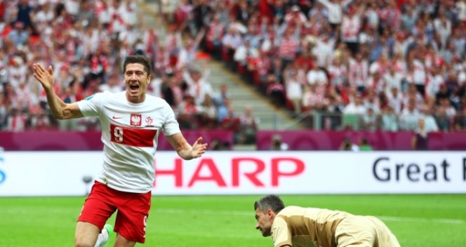 Robert Lewandowski po strzeleniu pierwszego gola Euro 2012 (fot. Getty Images)