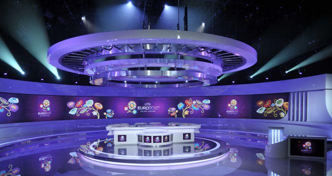Główne studio TVP ma 5 nowoczesnych kamer HD i 25-metrowej szerokości ekran-tło (fot. Jan Bogacz/TVP)
