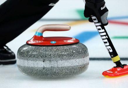 Curling: Szwajcarzy wystąpią w półfinale