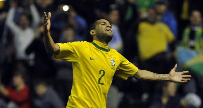 Jedna z bramek stała się udziałem Daniego Alvesa (fot. PAP/EPA)