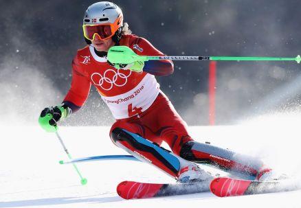 Slalom: pierwszy przejazd dla Norwega. Wielki pech Hirschera