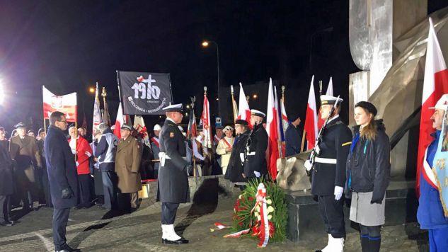 W porannych uroczystościach w Gdyni uczestniczył premier Mateusz Morawiecki (fot. Twitter/KPRM)