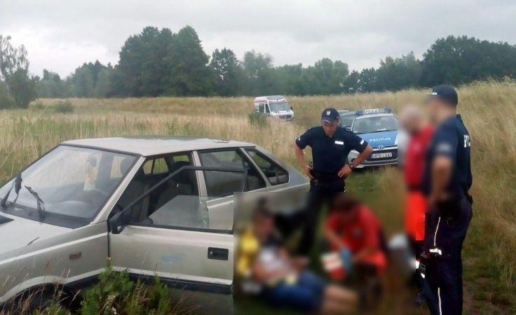Policjanci uratowali tonącego kierowcę i udzielili mu pierwszej pomocy (fot. policja.pl)