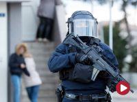 Policjant oddał się w ręce terrorysty i włączył komórkę