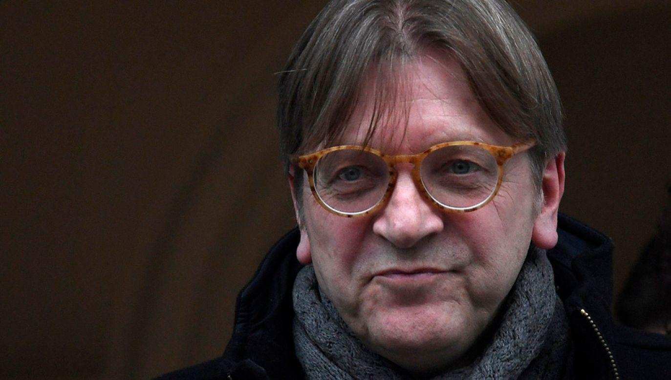 Guy Verhofstadt krytykuje polskie władze fot. REUTERS/Toby Melville)