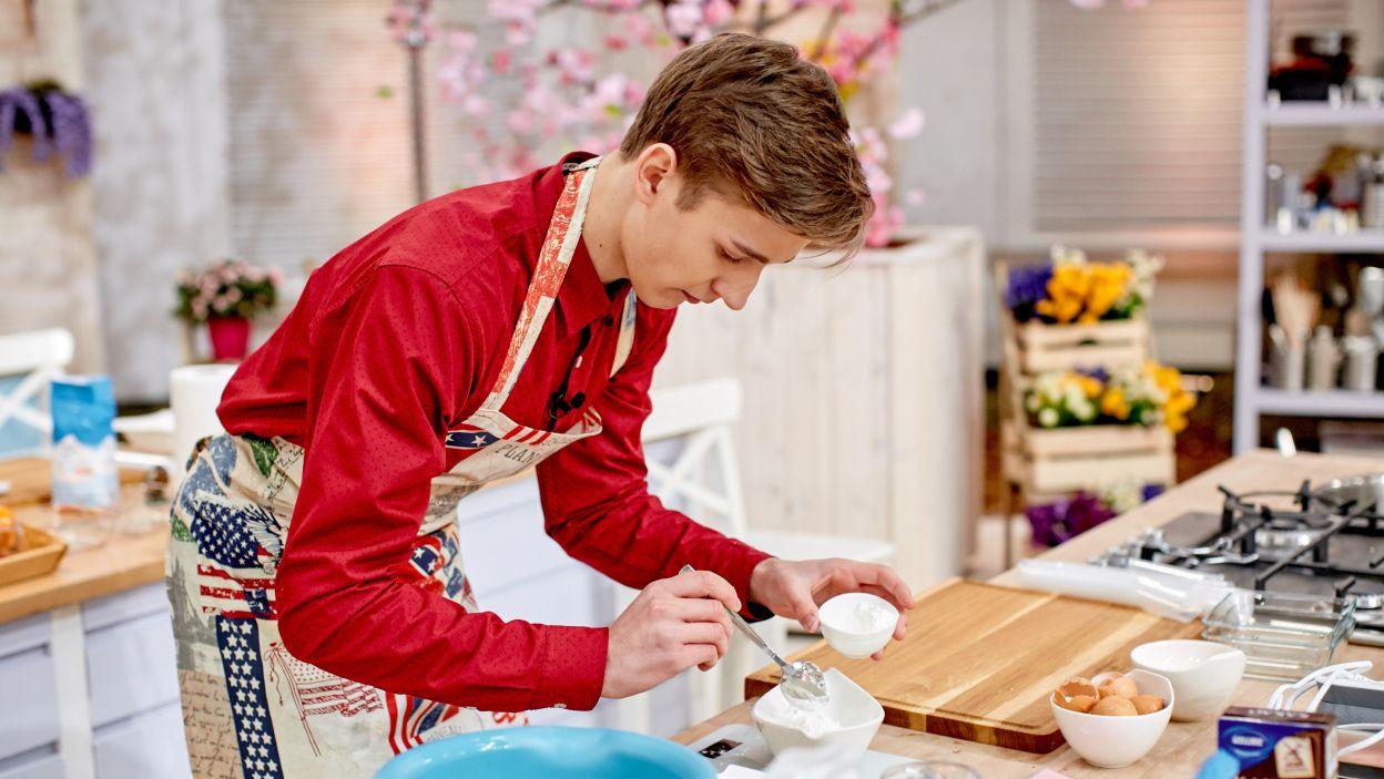 Szymon Czapliński przygotowuje tiramisu (fot. TVP)