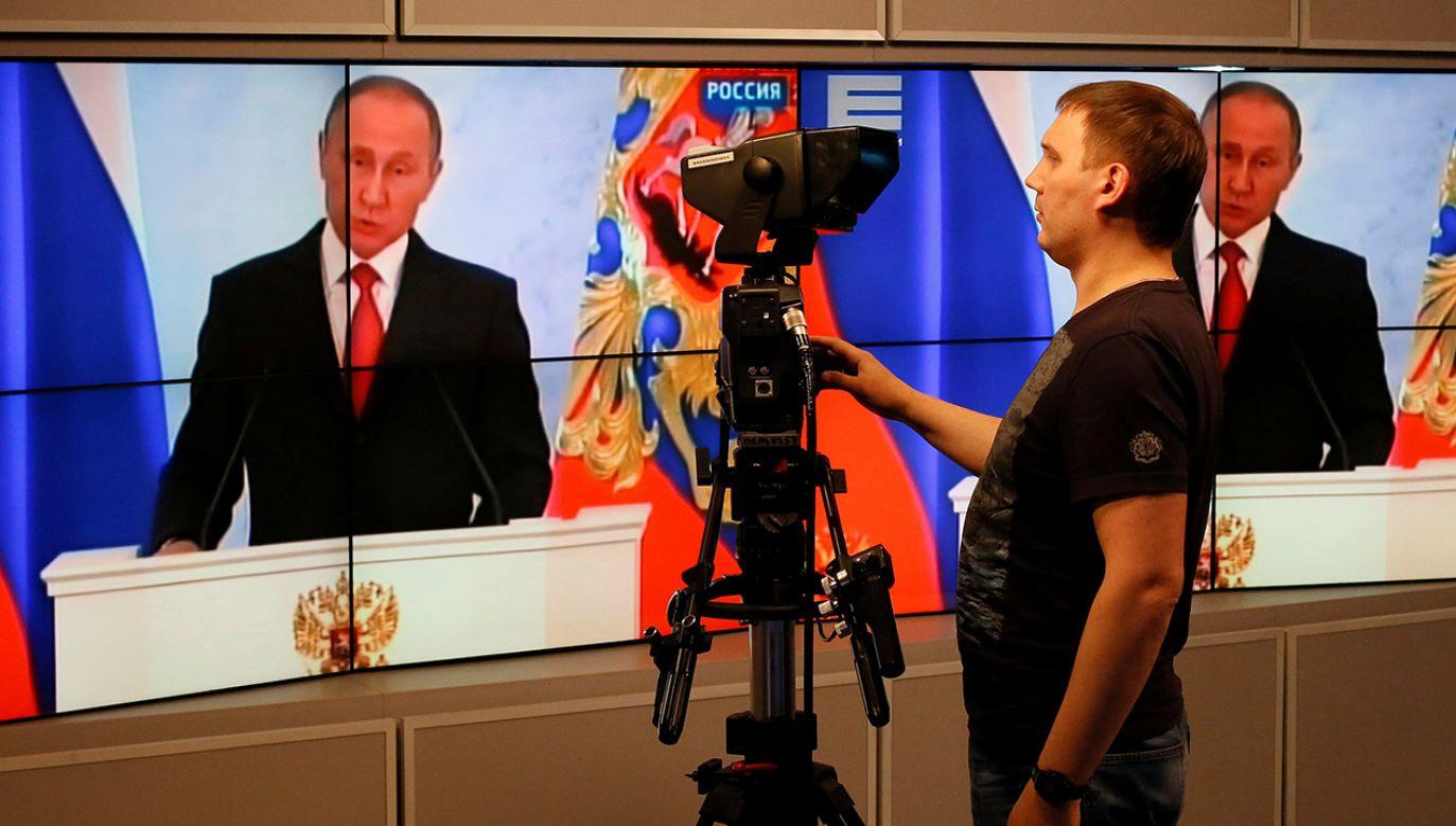 Władze rosyjskie uzasadniają kroki wobec amerykańskich mediów działaniami podjętymi w USA wobec rosyjskiej państwowej telewizji RT (fot. REUTERS/Ilya Naymushin)