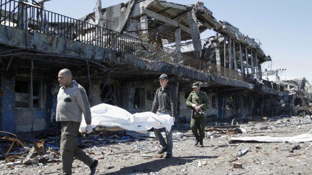 """""""Płacić dziesiątkami tysięcy żyć naszych żołnierzy, czy zablokować raka?"""" Szef partii Poroszenki o referendum ws. Donbasu"""
