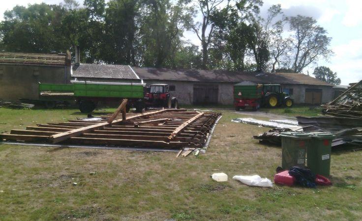Zniszczenia w gospodarstwie w Dębowie (fot. Agata Chyłka)