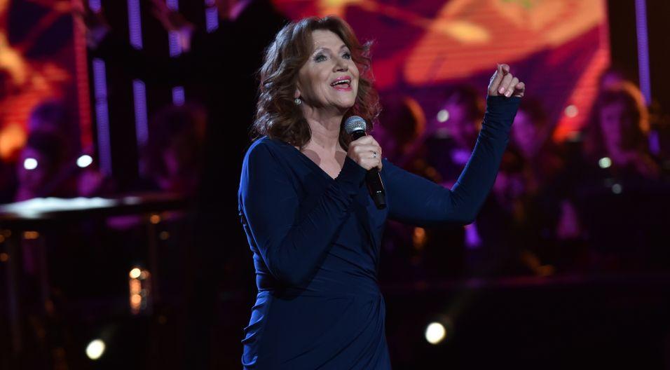 """Halina Frąckowiak zaśpiewała na scenie amfiteatru opolskiego wiele przebojów. Jednym z największych jest utwór """"Bądź gotowy dziś do drogi""""."""