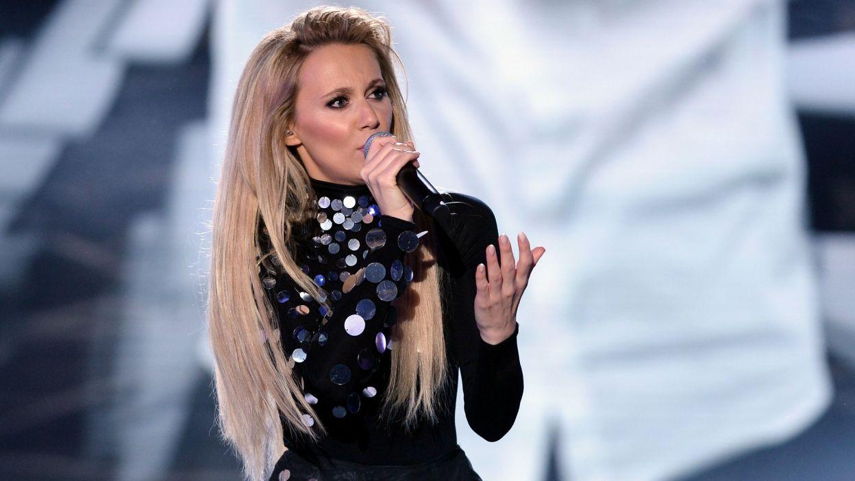 """Kasia Moś – """"Flashlight"""": piosenkarka rywalizowała o wyjazd na Eurowizję w 2016 roku (fot. TVP)"""
