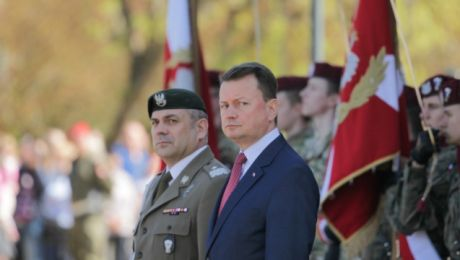 Minister obrony narodowej Mariusz Błaszczak i dowódca Wojsk Obrony Terytorialnej gen. Wiesław Kukuła (fot. PAP/Tomasz Waszczuk)