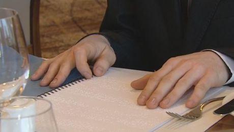 Menu napisane alfabetem Braille'a właśnie trafiło do pierwszych krakowskich restauracji