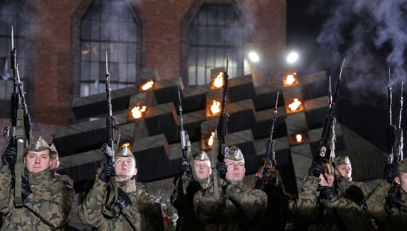 Informację o odznaczeniu przekazał w TVP Info minister Antoni Macierewicz (fot. PAP/Dominik Gajda)