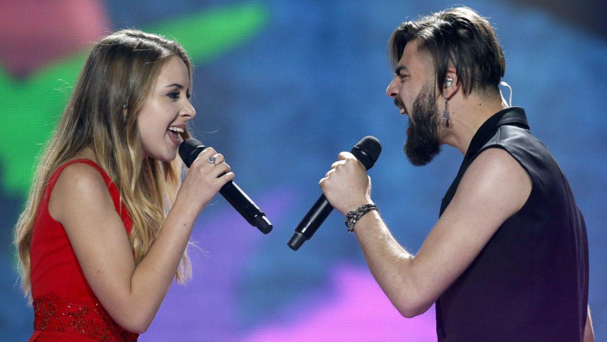 Jodłowanie podczas Eurowizji wydawało się ryzykowne, jednak rumuński duet Ilinca ft. Alex Florea zaskakująco wspiął się aż na 7. miejsce (PAP/EPA/TATYANA ZENKOVICH)
