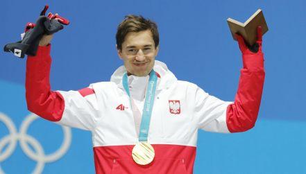 Ceremonia medalowa. Kamil Stoch odbiera złoto!