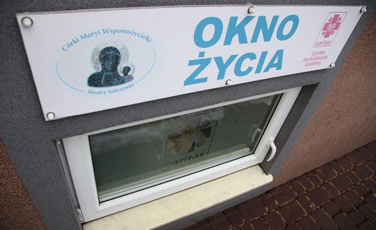 Dziecko zostało przewiezione do szpitala (fot. arch.PAP/Grzegorz Michałowski)