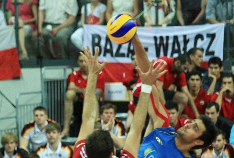 Blokujący Grzegorz Kosok (fot. PAP/Lech Muszyński)