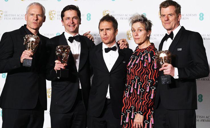 Reżyser Martin McDonagh (L), producent Peter Czernin (2-L), aktor Sam Rockwell (C) i aktorka Frances McDormand (2-R) oraz  producent Graham Broadbent (R) (fot. PAP/EPA/ANDY RAIN)
