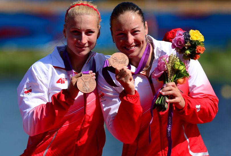Polki prezentują brązowe medale (fot. Getty Images)