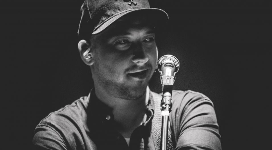 """Kortez – jedno z najciekawszych objawień muzycznych ubiegłego roku, tegoroczny zwycięzca Fryderyka w kategorii """"Debiut"""" (fot. Hubert Grygielewicz)"""