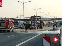 Zmiażdżona ciężarówka zablokowała autostradę