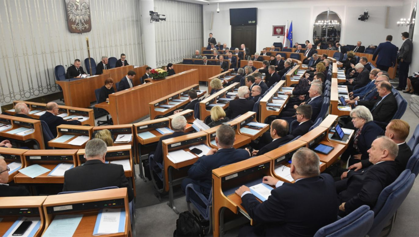 Sala plenarna podczas posiedzenia Senatu (fot. PAP/Radek Pietruszka)