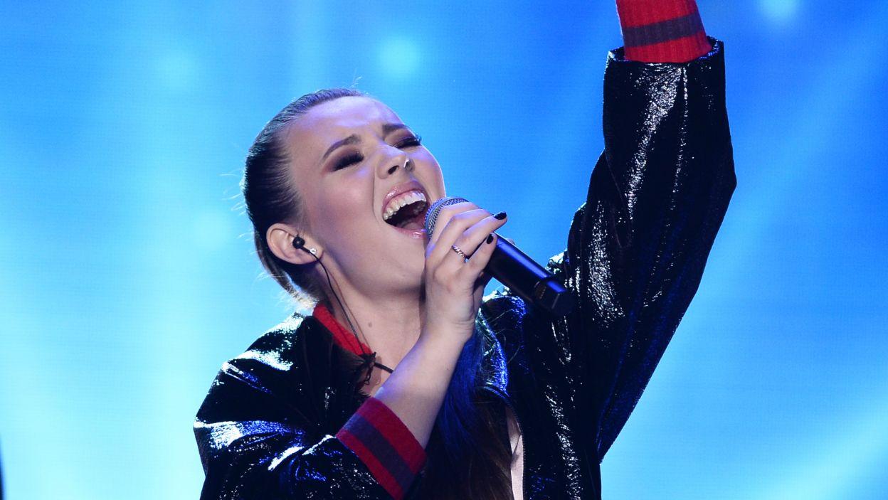 """Isabell Otrębus-Larsson to zaledwie 19-letnia polsko-szwedzka wokalistka. Jej piosenka """"Voiceless"""" została docenione przez jurorów (fot. Jan Bogacz/TVP)"""