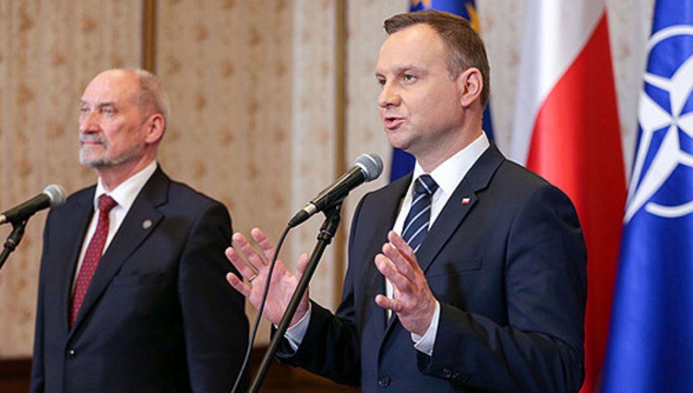 Prezydent Andrzej Duda i minister obrony narodowej Antoni Macierewicz (fot. KPRP/Krzysztof Sitkowski)
